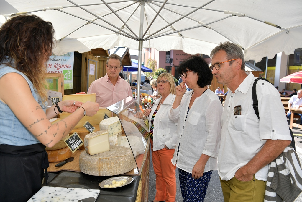 Stand fromage marché – Gilles Arroyo