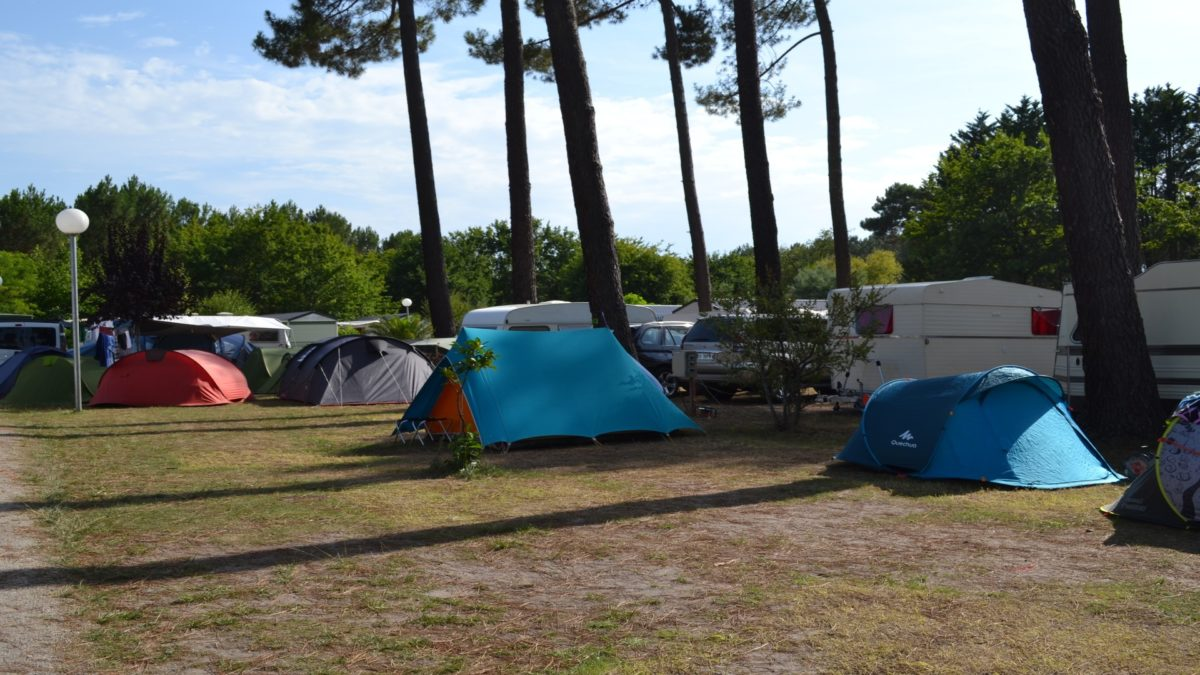 camping-les-echasses-emplacement2